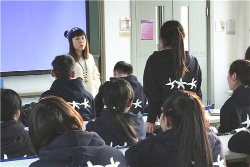 图二 经管学院MBA14级P4班刘茗在分享学习方法.jpg