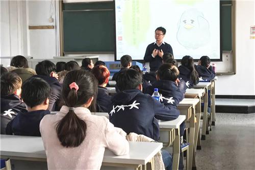 图三 经管学院MBA16级P2班刘竞秀分享学习方法.jpg