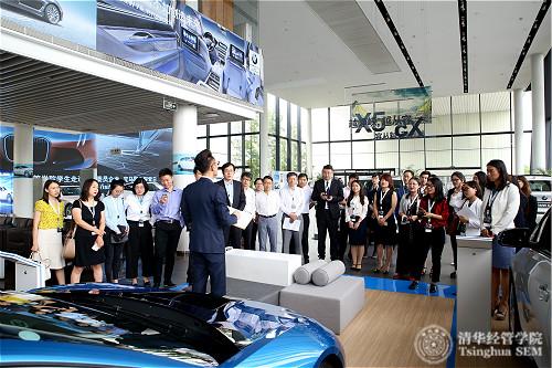 4-1宝马星德宝5S店讲师介绍宝马车型、服务和5S店的建筑设施_meitu_4.jpg