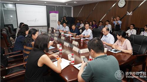 13杭州市行政服務中嘉賓座談分享.jpg