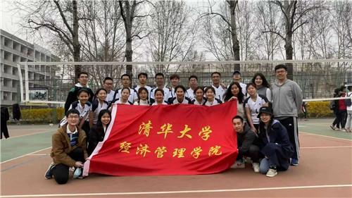 陳安琪(前排左三)與經管學院女子排球隊合影.jpg