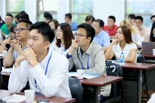 20210904-金融与发展论坛举行-司京生拍摄-学生教师聆听讲座.png